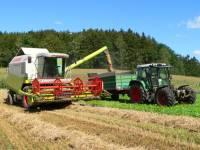Traktor fahren im Urlaub auf dem Bauernhof in Bayern