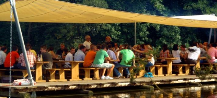 Schifffahrt in Bayern Floßfahrt am Main Frankenfloß