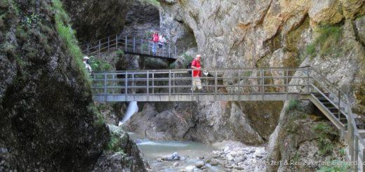 ausflugsziele-berchtesgaden-almbachklamm-wanderung-eisenstege