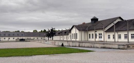 dachau-kz-gedenkstätte-ausflugsziele-innenhof-panorama-660