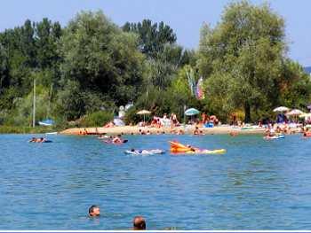 Wassersport in Bayern Baden Schwimmen Segeln