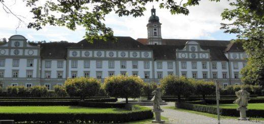 fürstenfeldbruck-kloster-garten-gebäude-panorama-660