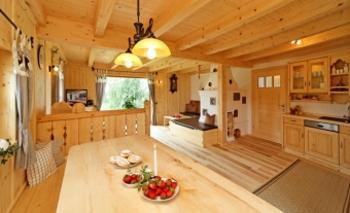 luxuschalet-niederbayern-sacherl-wohnbereich