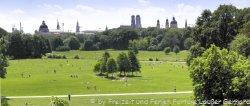 Sehenswürdigkeiten in München der Englische Garten mit Blick auf die Stadt