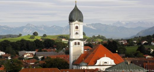 ausflugsziele-nesselwang-sehenswürdigkeiten-kirche-alpen-berge