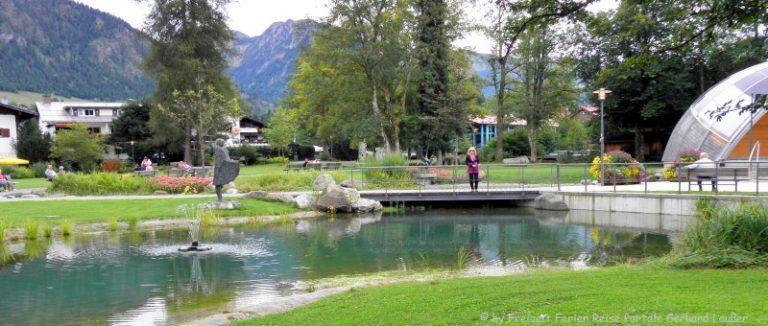 ausflugsziele-oberstdorf-sehenswürdigkeiten-kurpark-teich-brücke-kunst