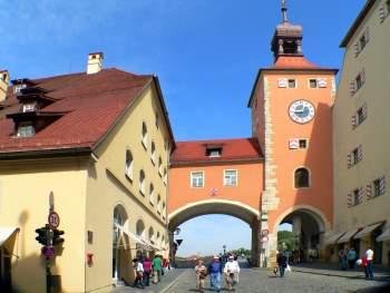Turm zur Steinernen Brücke in Regensburg