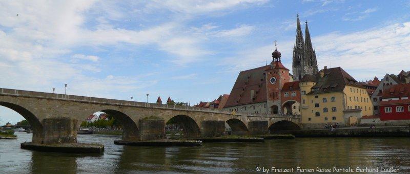 Bild von Regensburg mit Dom und steinerne Brücke