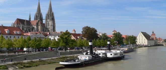Sehenswürdigkeiten Ostbayern Regensburger Dom Donau Schiff
