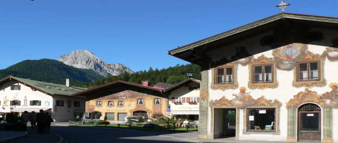 Sehenswertes in Oberbayern Mittenwald Lüftlmalerei Häuserfassaden