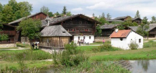 tittling-freiland-museum-bauerndorf-kapelle-teich-panorama-660