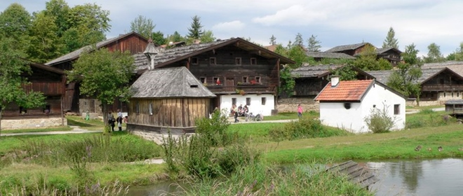 tittling-freiland-museum-bauerndorf-kapelle-teich-panorama-660