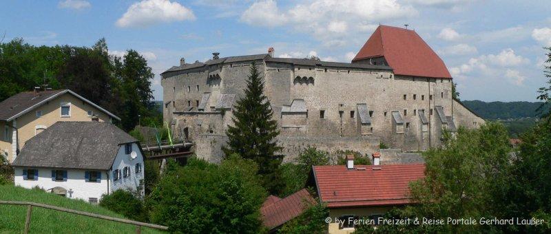 Historische Burgen in Bayern Burg Tittmoning Burgruine
